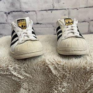 Adidas classic shell toe, white w/ black sneakers